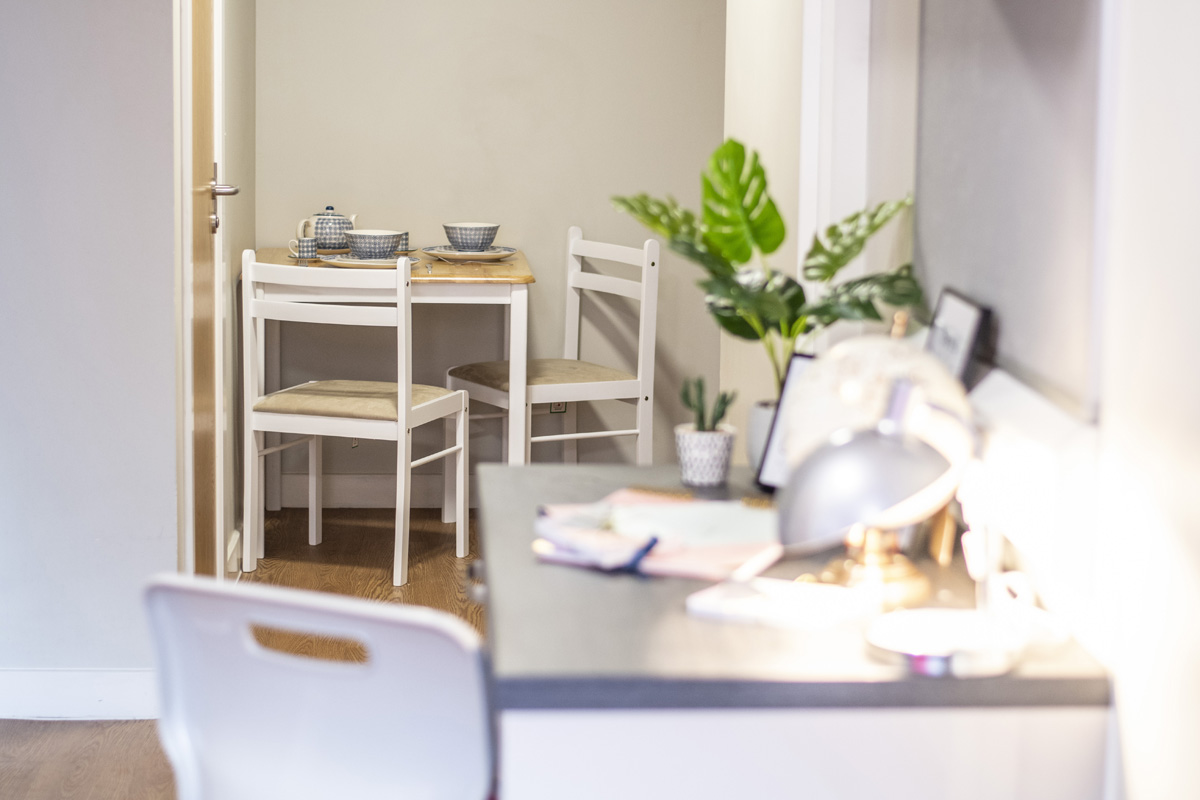 table and chairs in studio apartment at Chronicle House